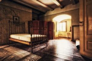 Bed Space Bedroom Room Interior  - Tama66 / Pixabay